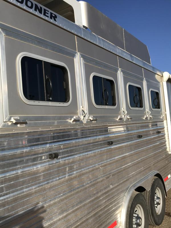 2014 Sooner 15ft SW LQ 4H Slide room Couch/Dinette Horse Trailer