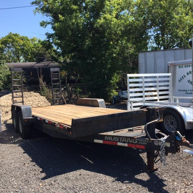 2011 Mustang Trailer 718BC12000RBT Flatbed Trailer