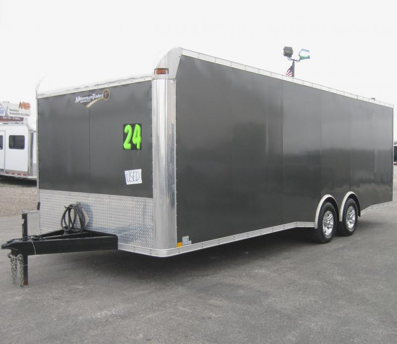 2013 24' Discovery Car / Racing Trailer Excellent Condition