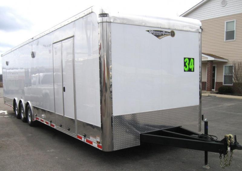 2018  34' Tri-axle Spread Axle with Large Front Full Bathroom