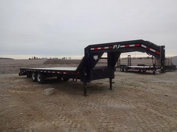 Used 2009 PJ Trailers Gooseneck 102 x 24!!  IN GOOD CONDITION!!