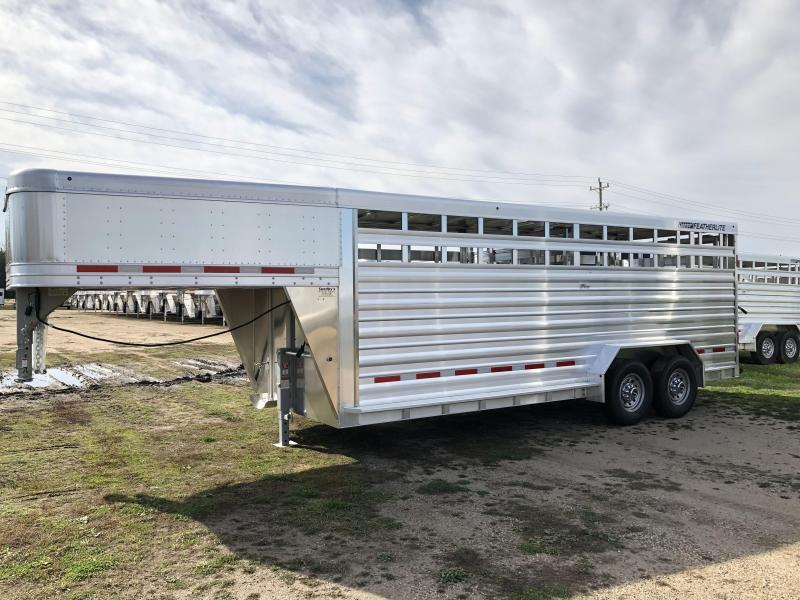 2018 Featherlite 8127-7020 Livestock Trailer