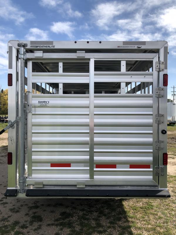 2018 Featherlite 8127-7020 Livestock Trailer