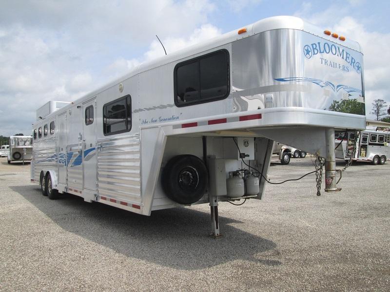 2003 Bloomer Trailer Manufacturing 4H - 14ft SHORT WALL - Horse Trailer