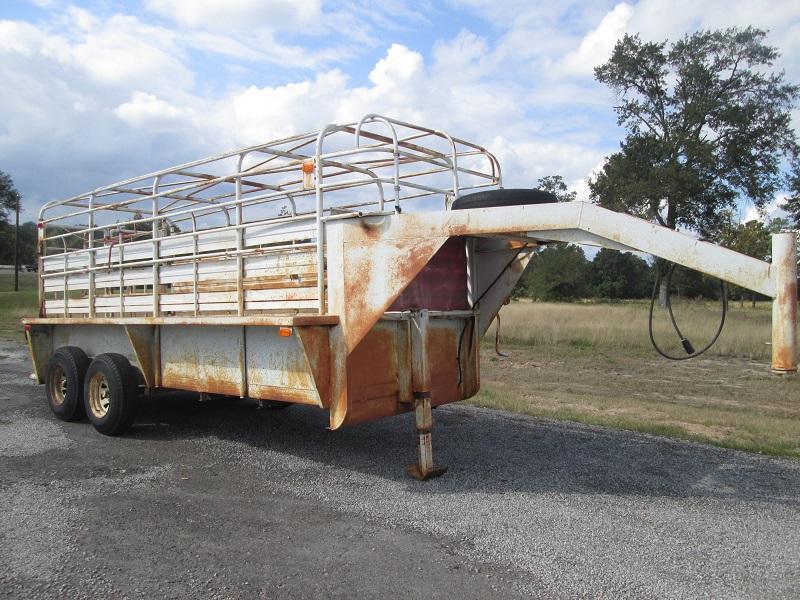 2000 16 FT. GOOSENECK Livestock Trailer