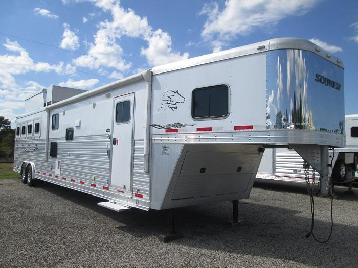 2014 Sooner JUST REDUCED - 4H LQ - BUNK BEDS - 18 SW 10' SLIDE Horse Trailer