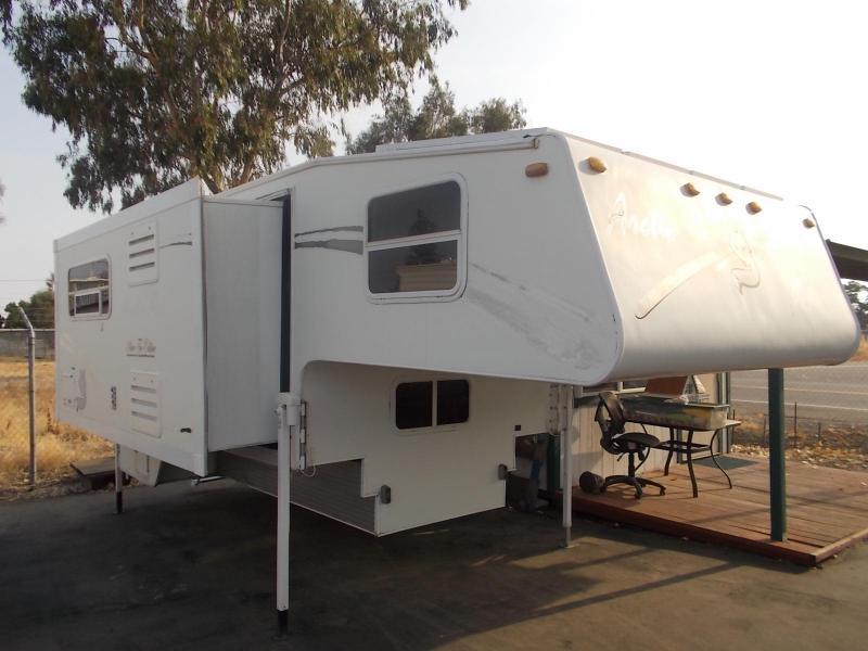 2006 Arctic  Fox 1150/Longbed Truck Bed Camper
