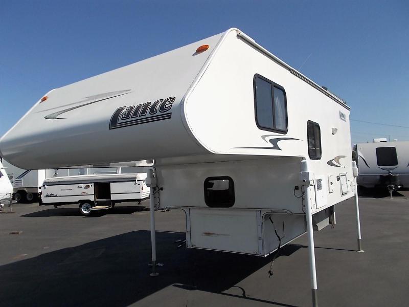 2006 Lance 835 Truck  Camper/Long or Short Bed Trucks