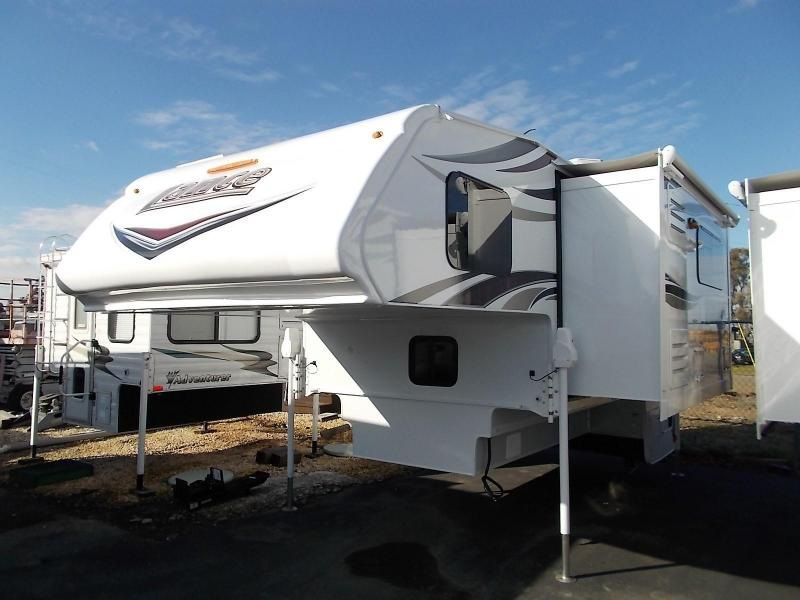 2017 Lance 1172 Truck Camper/Longbed Dually