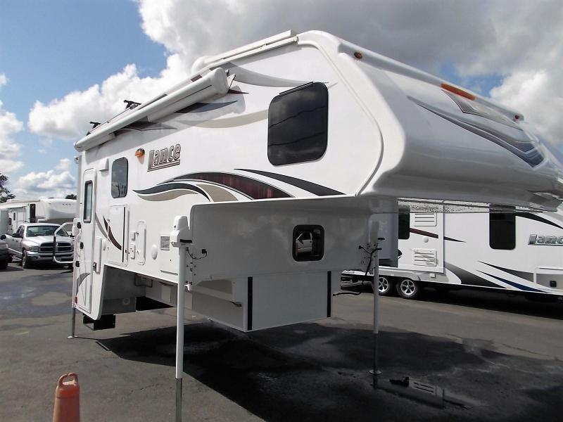 2017 Lance 1172 Truck Camper/USED