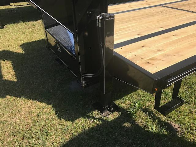 2019 Delta Manufacturing 36ft Equipment Trailer with Hydraulic Dovetail