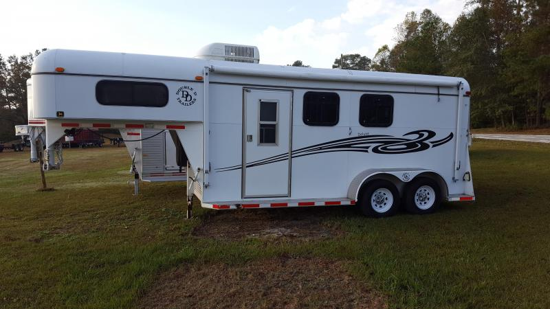 2006 Double D 2h Slant Load Horse Trailer with Weekend Package