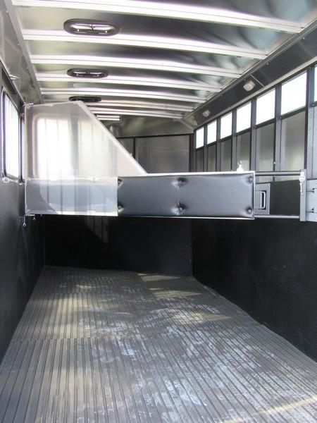 New 2018 Logan Coach Crossfire 4H GN Horse Trailer Vin05724