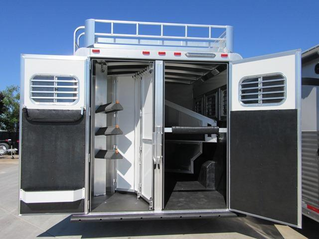 New 2017 Elite Mustang 3H LQ Horse Trailer Vin16935