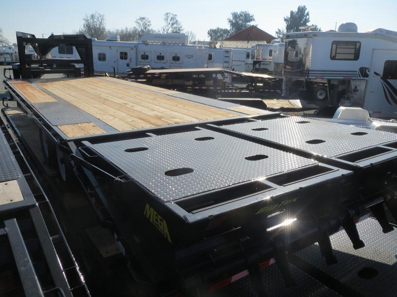"New 2018 Big Tex Trailers 14GN-25+5MR 14K GVW 102""x30'  Flatbed Trailer Vin:70647"