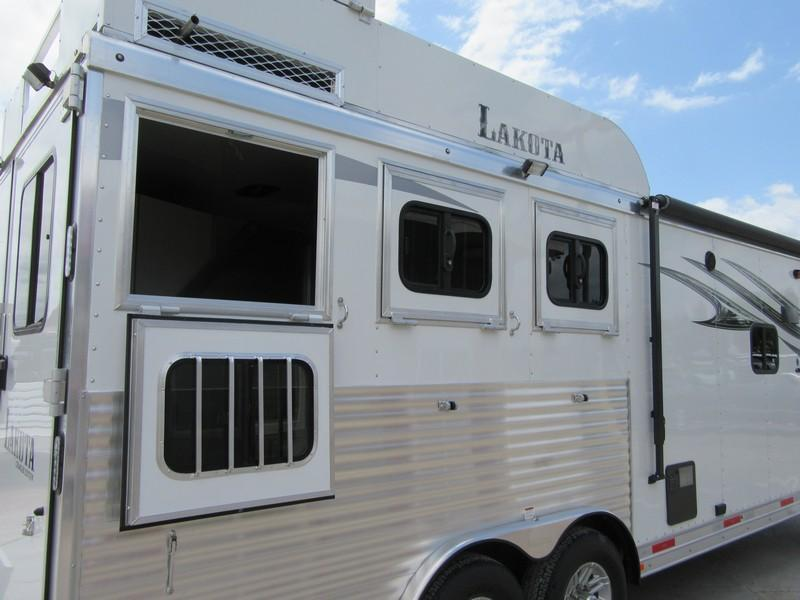New 2018 Lakota Charger 839 Living Quarters Horse Trailer Vin00392
