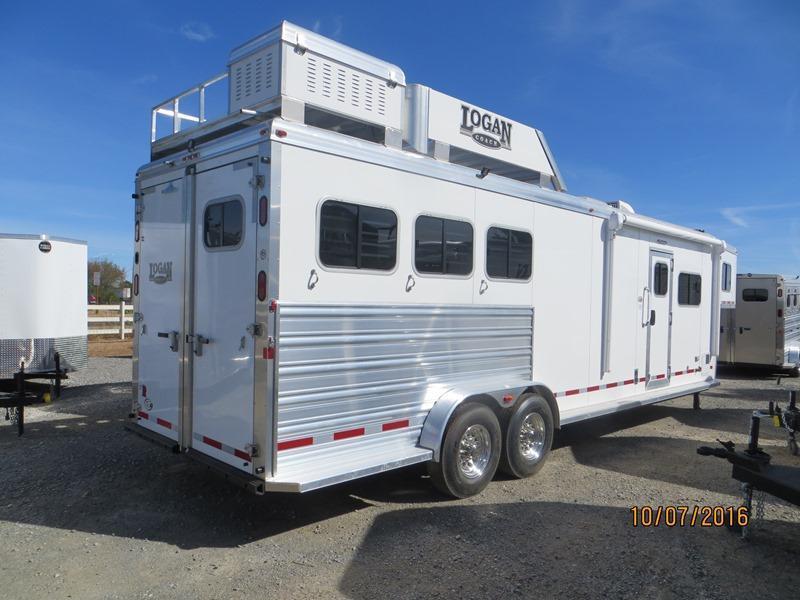 2016 Logan Coach Riot Horse Trailer 3H 7312 LQ VIN:04699