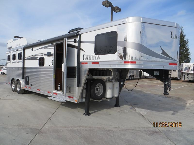 2017 Lakota C8311 Charger 3H LQ Trailer Vin:00848