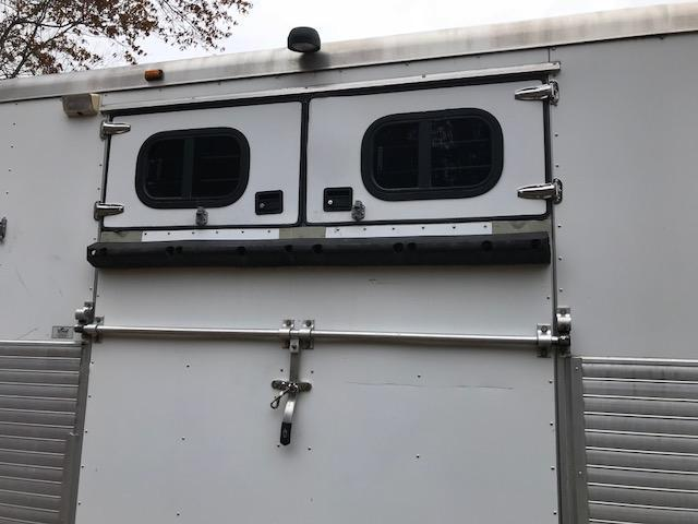 2003 Sundowner Trailers 6 Horse GN straight load Horse Trailer