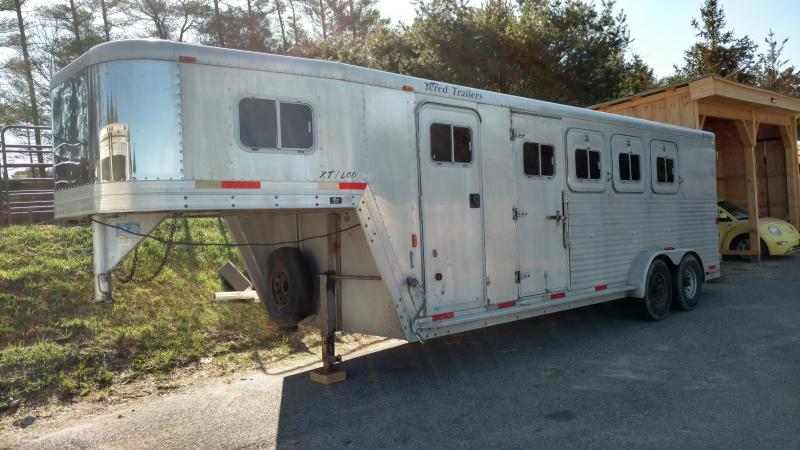 2000 Exiss Trailers Exiss 4h Slant GN Horse Trailer