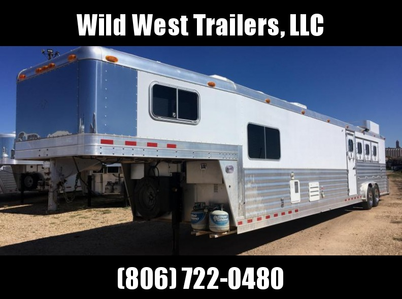 2003 4-Star Trailers 4 Horse Trailer with Living Quarters