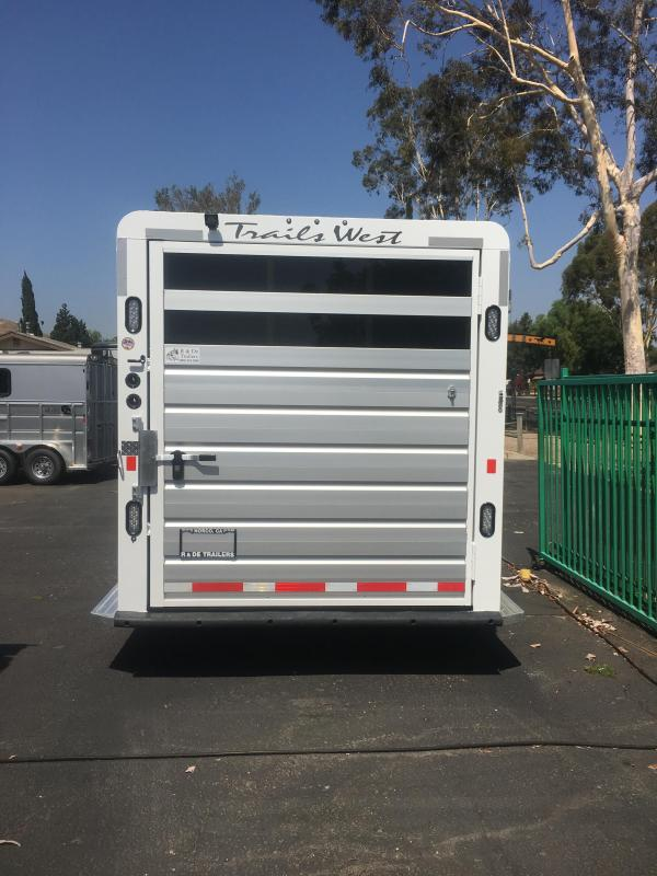 2017 Trails West Santa Fe   4 Horse Trailer (GN)