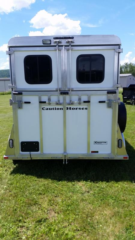 2017 Kingston Trailers Inc. CLASSIC ELITE with Dressing Room Horse Trailer