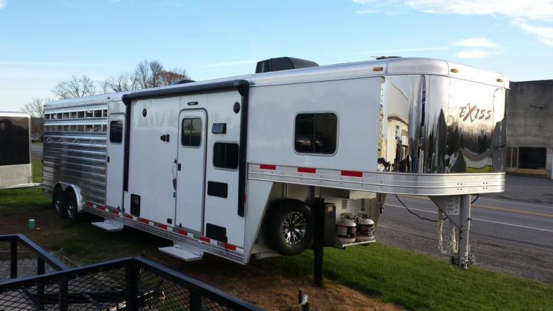 Year end blowout! Save $15000.00 - 2016 Exiss STC 8030 LQ Horse Trailer