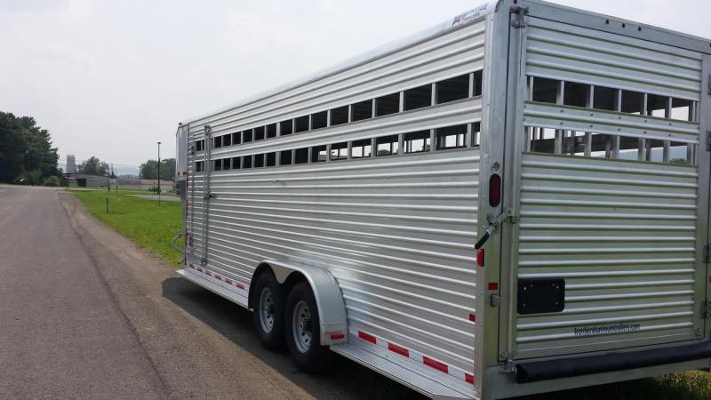 2015 Closeout! Save $1034 - Frontier Livestock Series 24 Gooseneck Stock Trailer