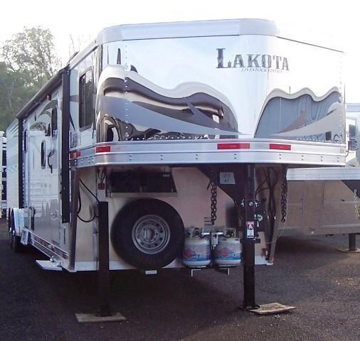 2017 Lakota Trailers Charger Livestock Midtack w/11 LQ Horse Trailer