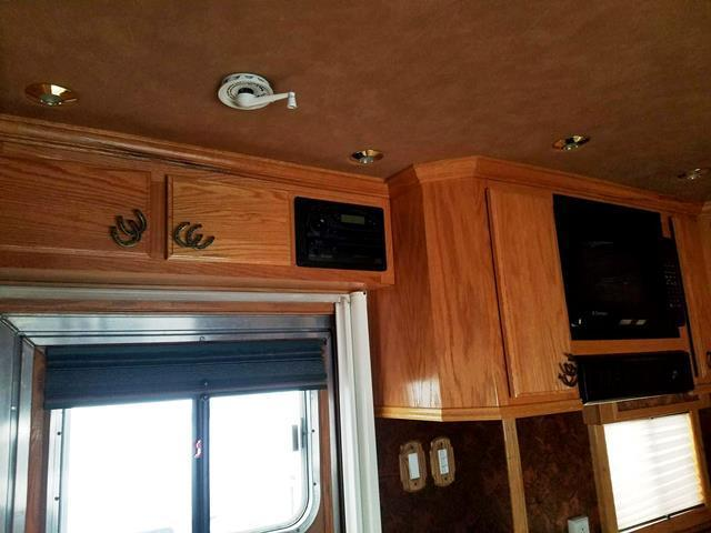 2005 Dream Coach Trailers LLC Platinum Edition w/Generator and Washer/Dryer Horse Trailer