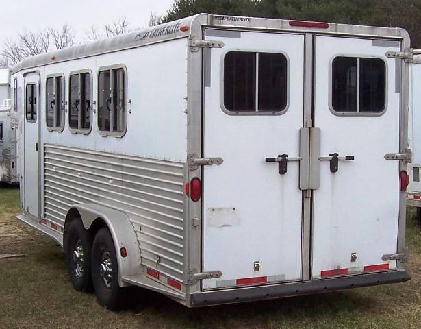 2004 Featherlite 3-H slant GN Horse Trailer
