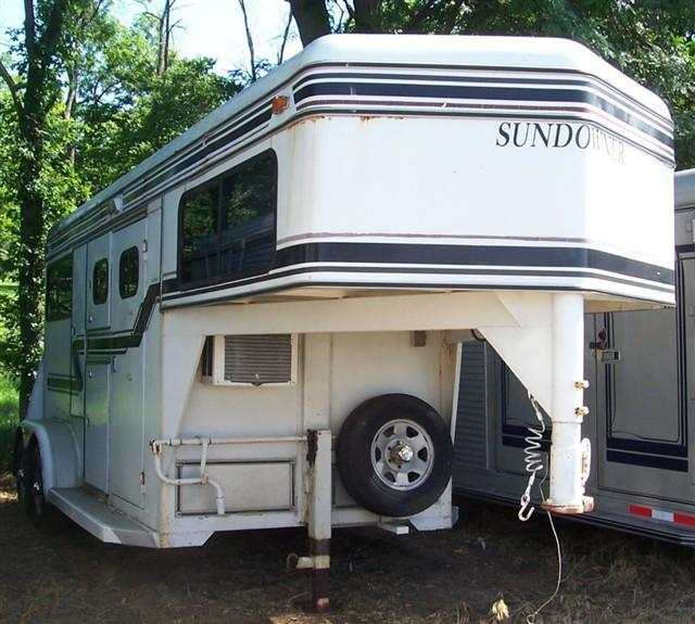 1993 Sundowner Trailers Straight Load with mangers Horse Trailer
