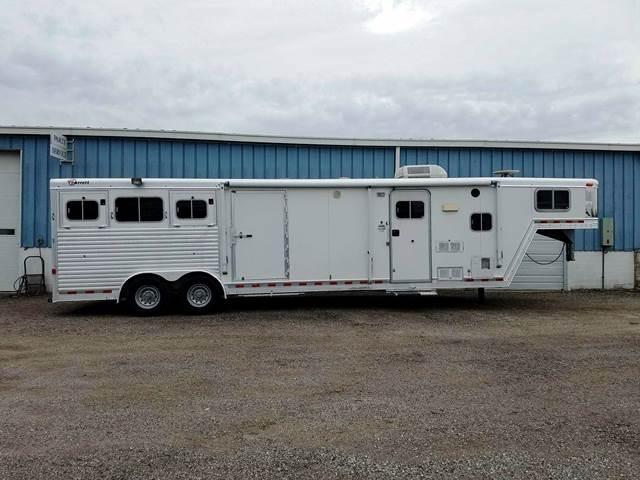 2004 Barrett Trailers Showtime LQ w/Midtack Generator Horse Trailer