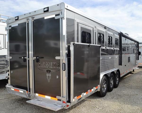 2016 Lakota Trailers BigHorn Horse Trailer