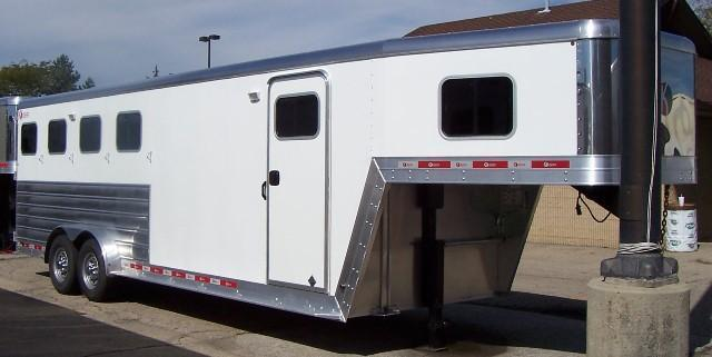 2016 Kiefer Manufacturing Genesis 420 Horse Trailer 6' Short Wall Dressing Room