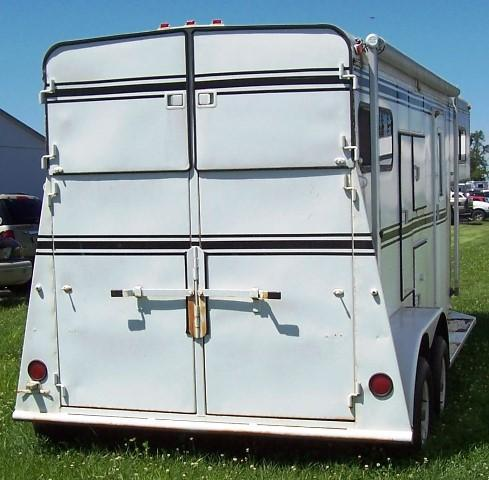 1994 Bee Trailers GN w/ Awning and Mangers Horse Trailer