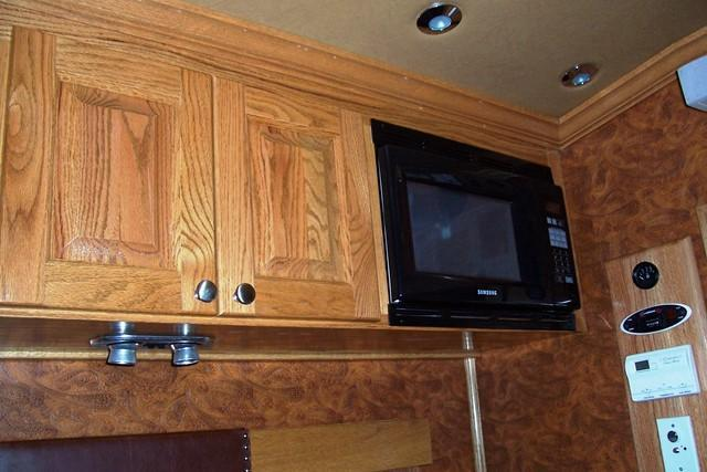 2005 Platinum Coach 2-H with LQ Horse Trailer