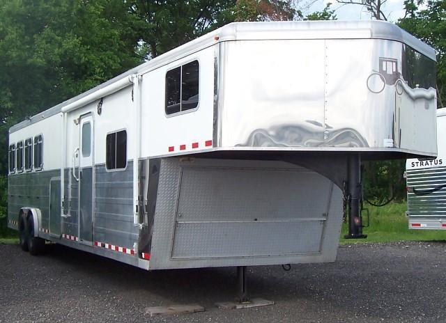 2006 Logan Coach Razor XTR Horse Trailer