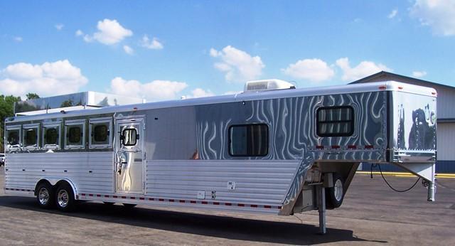 2004 Dream Coach Trailers LLC 6-H w/9 LQ Horse Trailer