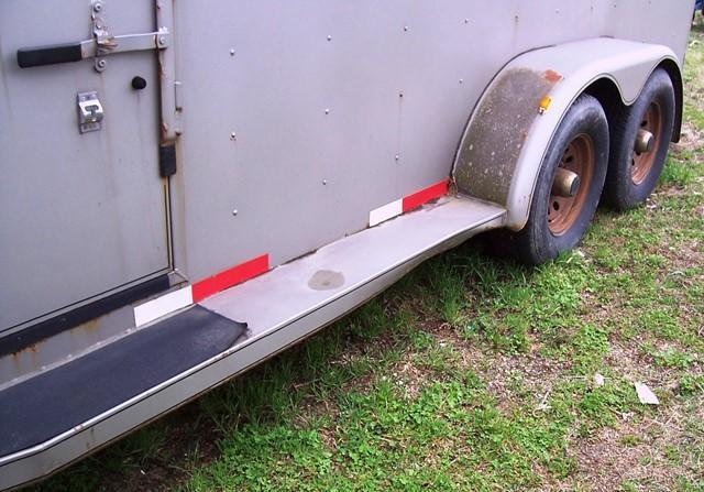 1999 S and H Trailers 3-H slant GN Horse Trailer