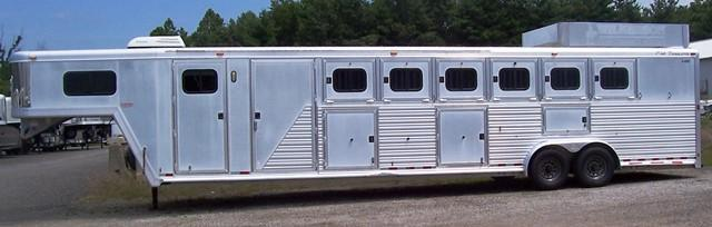 2002 CM Midtack Trainer Horse Trailer