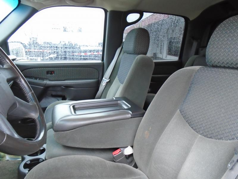 2003 Chevrolet Avalanche Truck