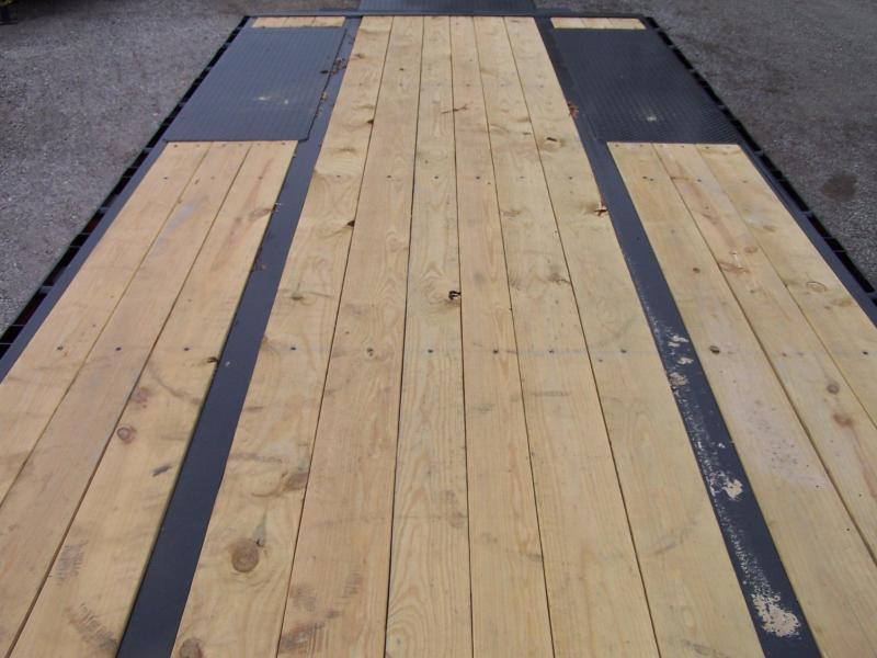 22GN-20BK+5MR BIG TEX 25' GOOSENECK DUAL TANDEM FLAT BED W/ MEGA RAMPS & FREE SPARE TIRE