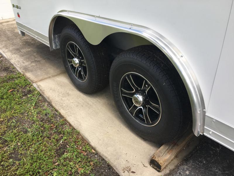 WAUV85X2024 WELLS CARGO 8.5X20 SILVER SPORT ALUMINUM ENCLOSED CAR HAULER W/ CUSTOM OPTIONS