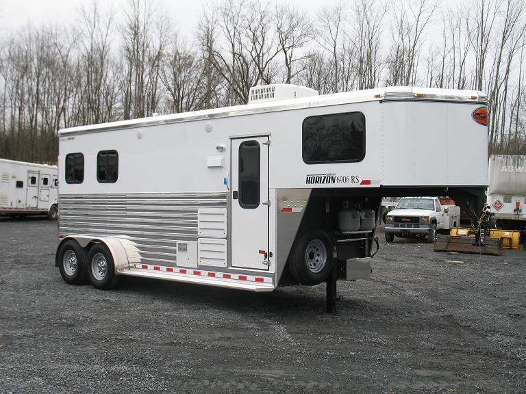 Sundowner Trailers Horizon Living Quarters Gooseneck Horse Trailer