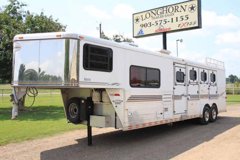 2000 Sundowner 4 Horse with 9'  LQ + Mangers
