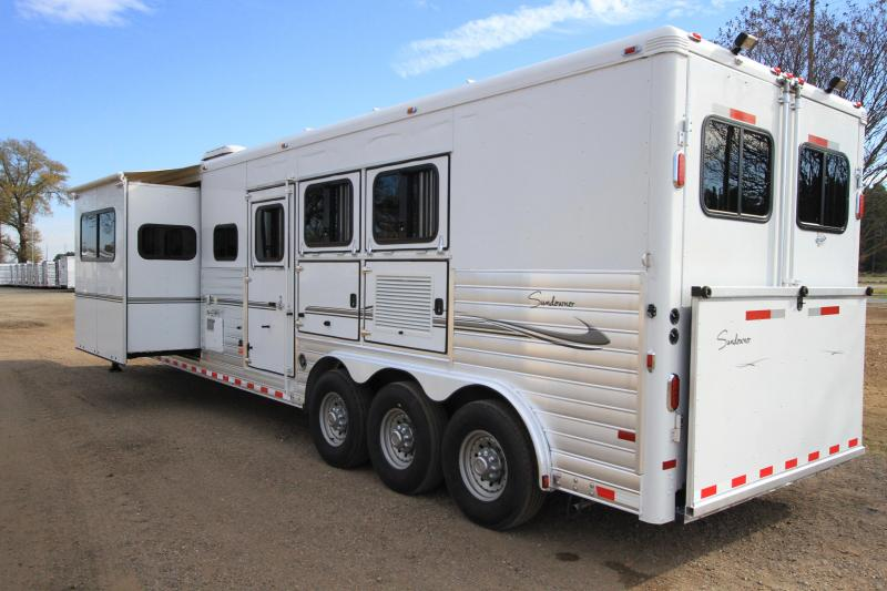 2008 Sundowner 3 Horse with 17ft Shortwall with Slide and Generator