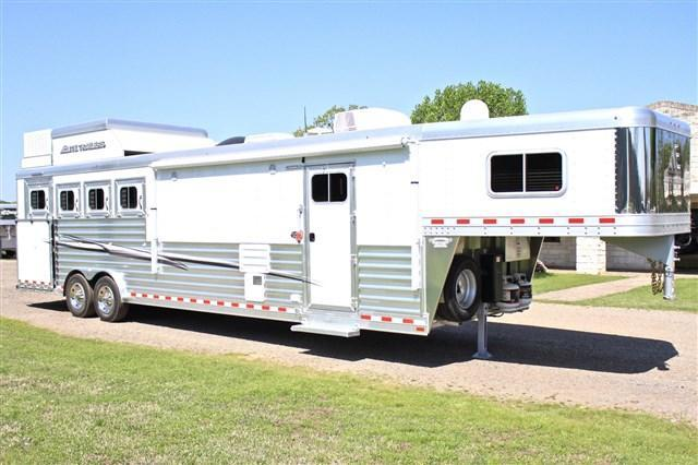 "2019 Elite Trailers 4 Horse 13'8"" Shortwall SideLoad with Hay Pod Horse Trailer"