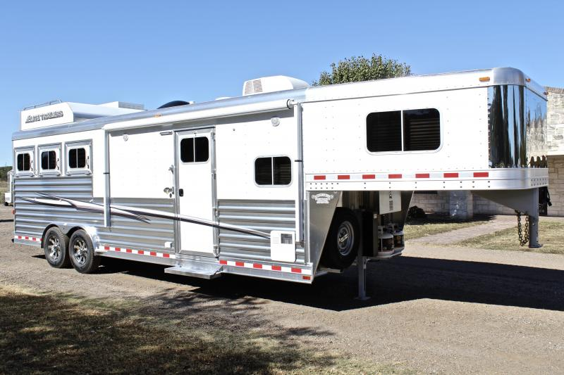 2018 Elite 3 Horse with 10.8 Shortwall by TrailBoss